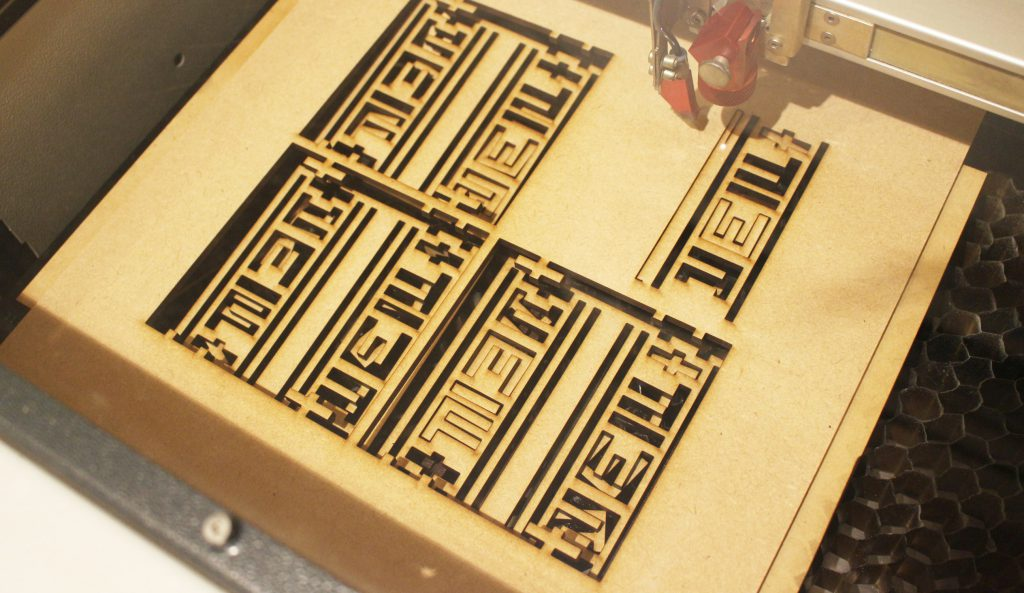 HOSTEL&BAR Common deのサイン・ノベルティを制作させていただきました。