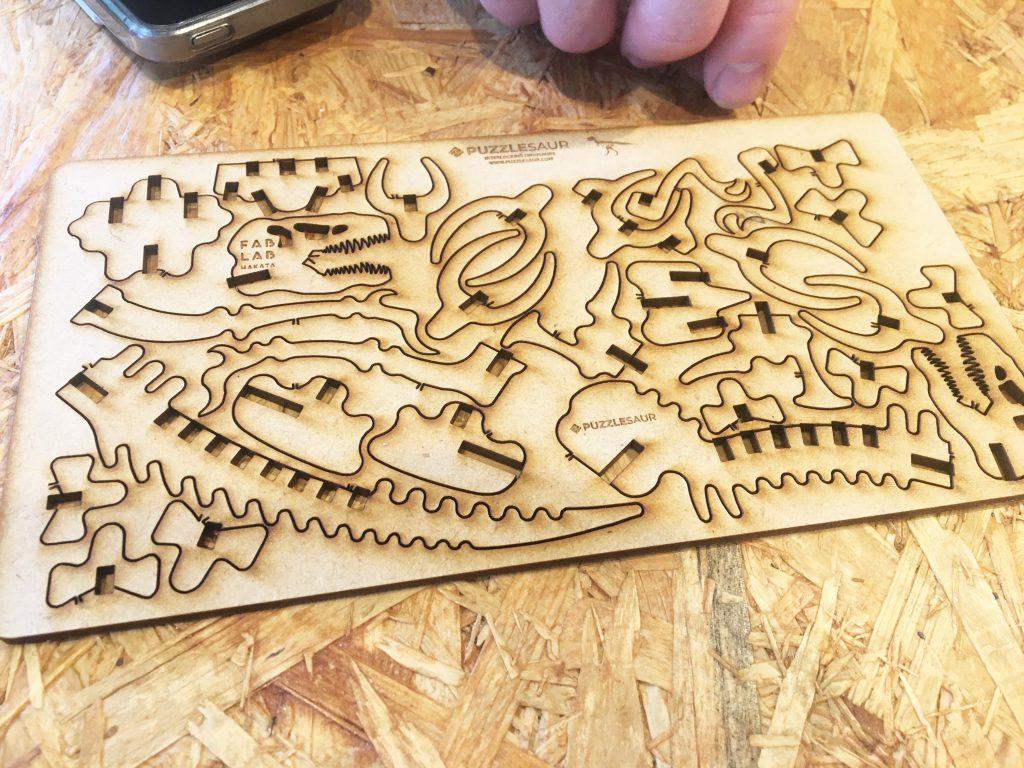 恐竜の工作キットを作っていただきました!
