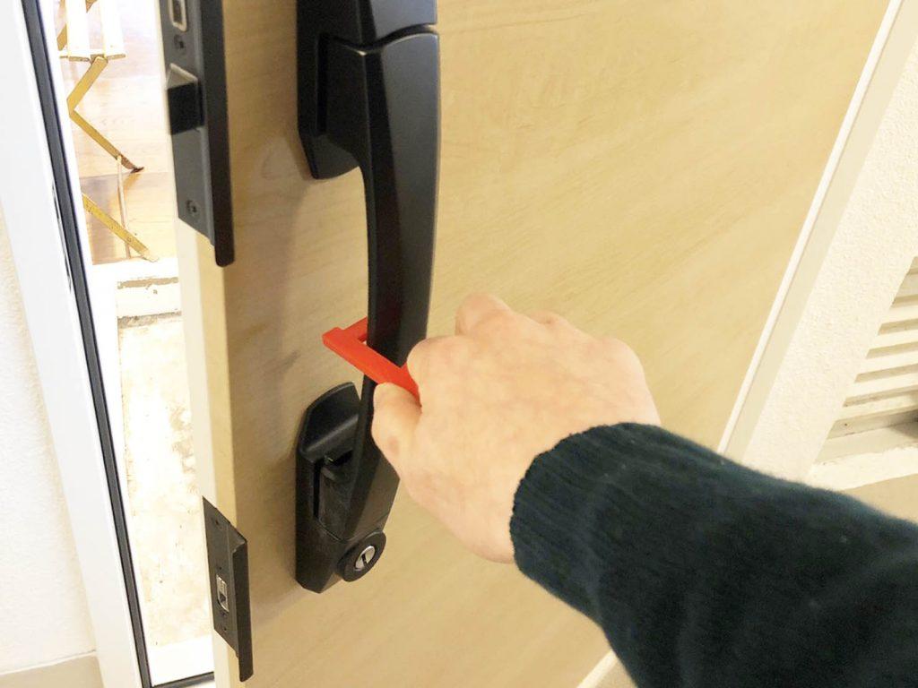 感染症拡大防止!「ドアノブを手で触らなくて済むドアオープナー」を作りました。